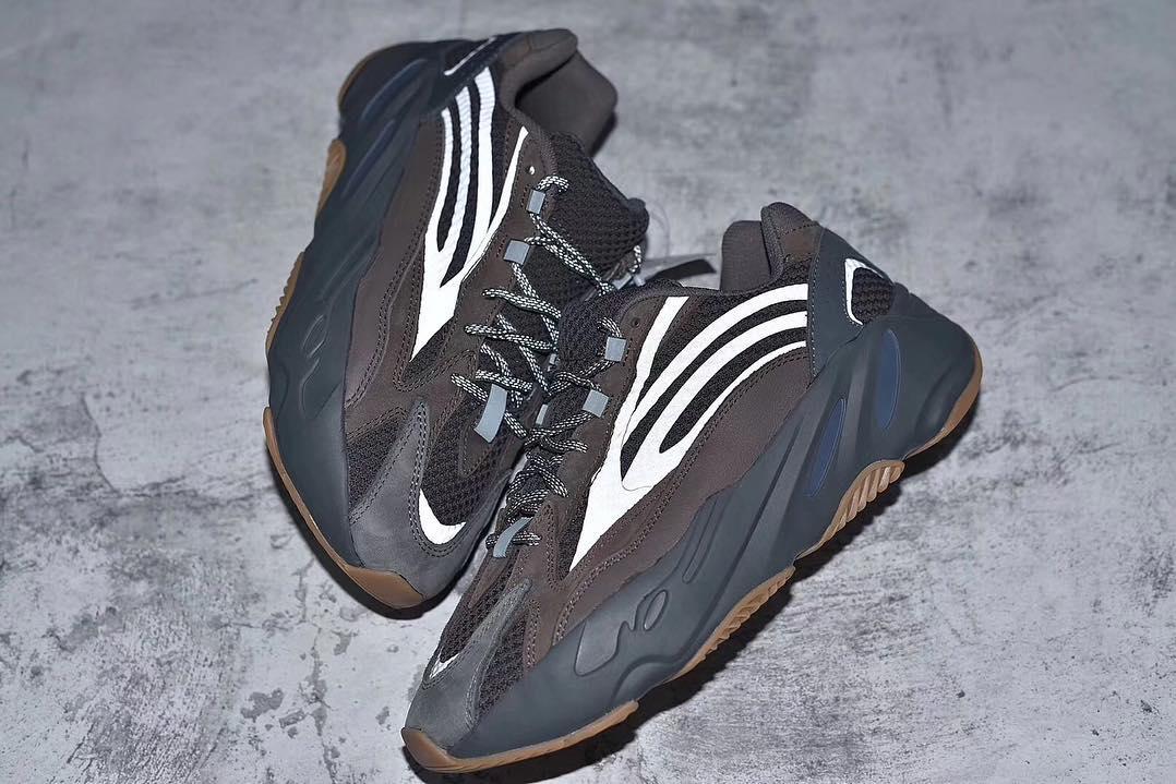Adidas Boost 700 v2 Geode